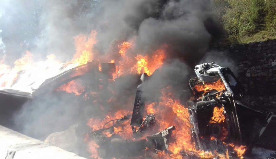 Autopista Puebla-Córdoba se convierte en un infierno por volcadura de tractocamión (FOTOS)