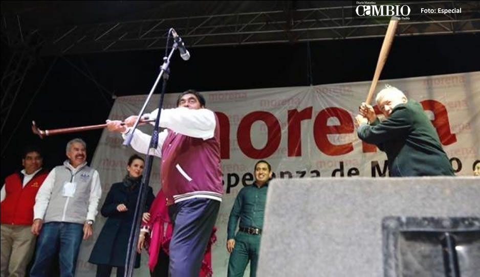 Firma AMLO en Zacatecas acuerdo con magisterio
