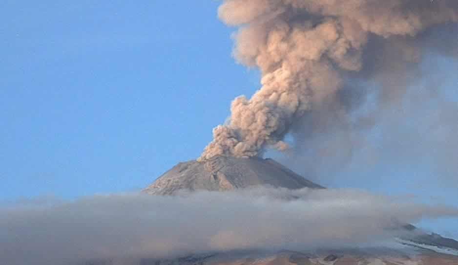 Popocatépetl lanza fumarola de casi 3 mil metros (VIDEO)