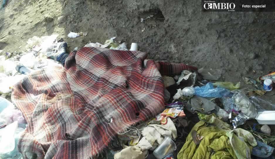 Localizan el cadáver de un hombre en el basurero del tianguis de Texmelucan