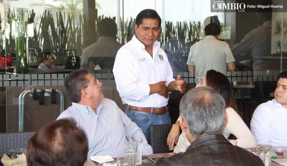 Marco Juárez se reúne con habitantes de la zona de Lomas de Angelópolis