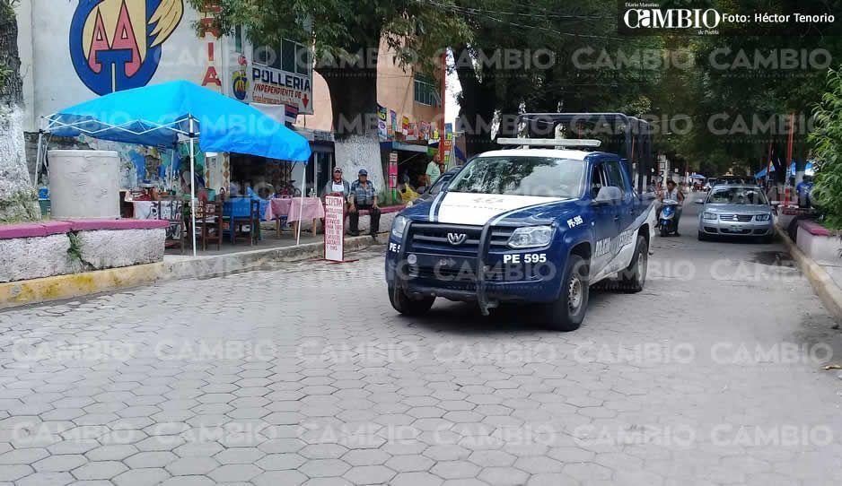 Policías municipales se enfrentan con sujetos armados en pleno centro de Texmelucan