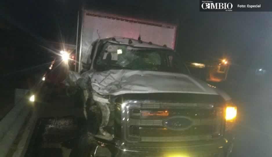 Motociclista pierde la vida tras impactar contra una camioneta en Atlixco