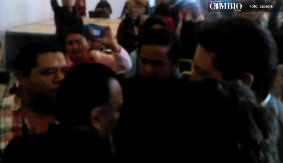 Grupo encabezado por Alejandro Oaxaca arma zafarrancho en asamblea de Morena: José Juan