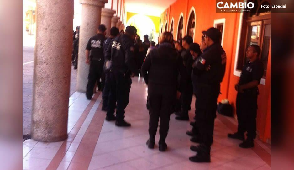 Policías de Ajalpan suspenden labores por adeudo de aguinaldo