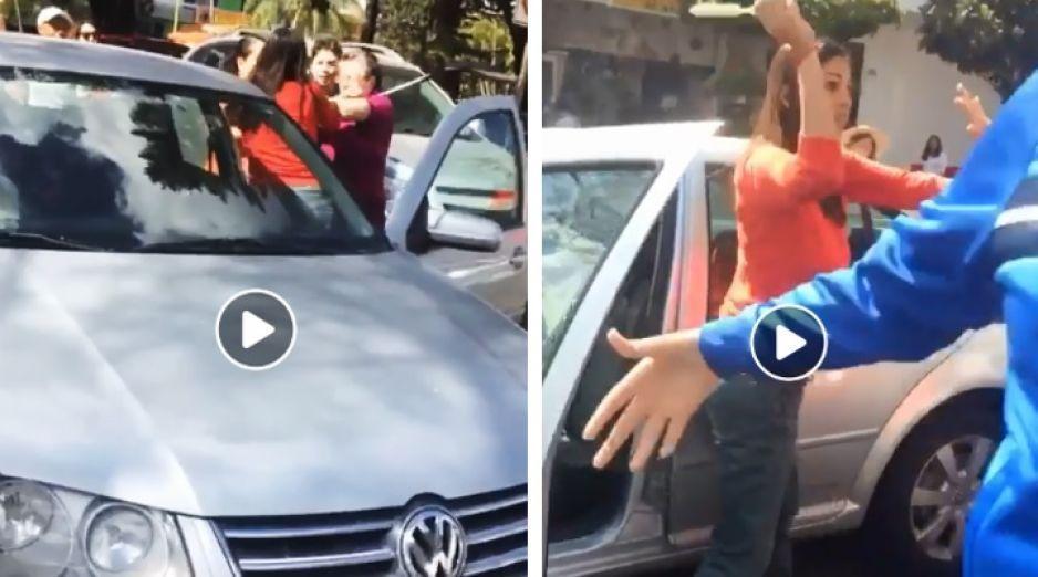 #LadyDesesperada se baja a golpear a dos viejitos que tardaban en cruzar la calle (VIDEO)