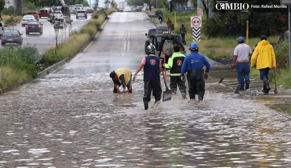 Bomberos acuden a la Vía Atlixcáyotl tras fuertes inundaciones (FOTOS y VIDEO)