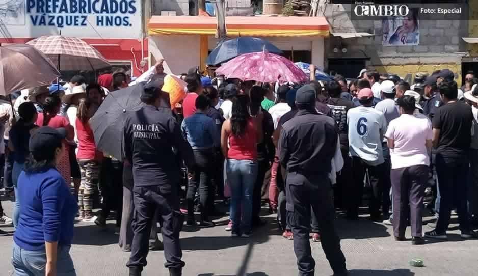 Vecinos de Amozoc bloquean la Puebla-Tehuacán en protesta por falta de agua (VIDEO)