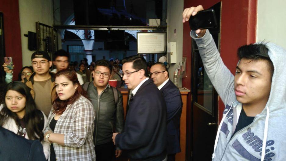 Alumnos del COMCIPE se manifiestan por incremento de cuotas