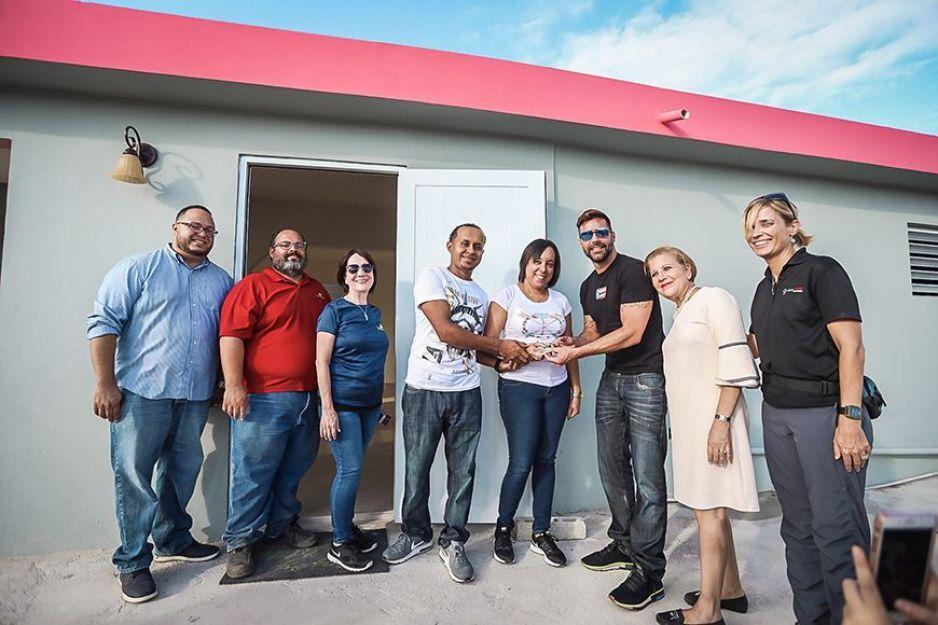 ¡Ricky Martin sí cumple! Entrega casas a las víctimas del huracán María en Puerto Rico
