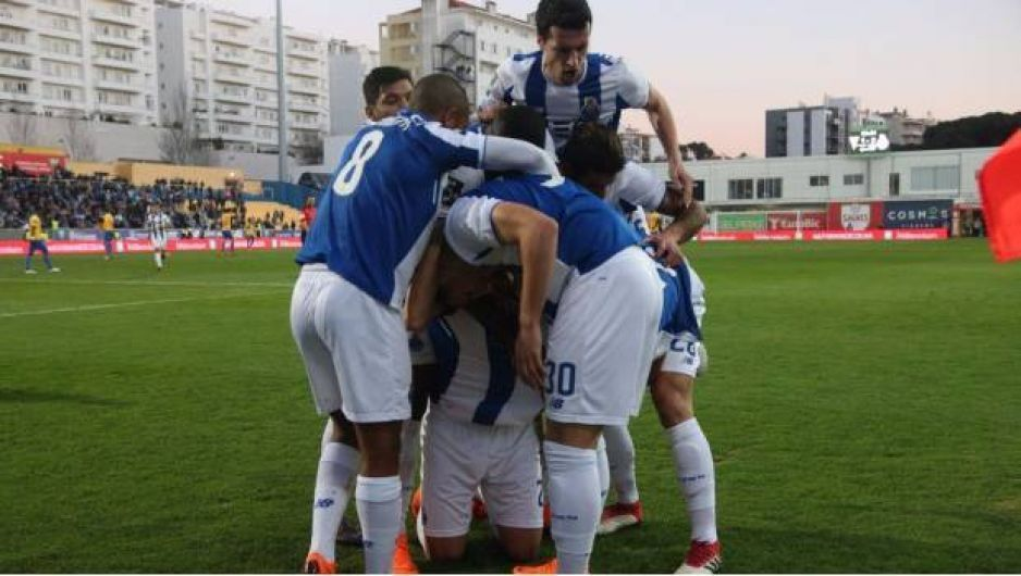 Oporto vence 3-1 a Estoril y afianza su liderato en Portugal