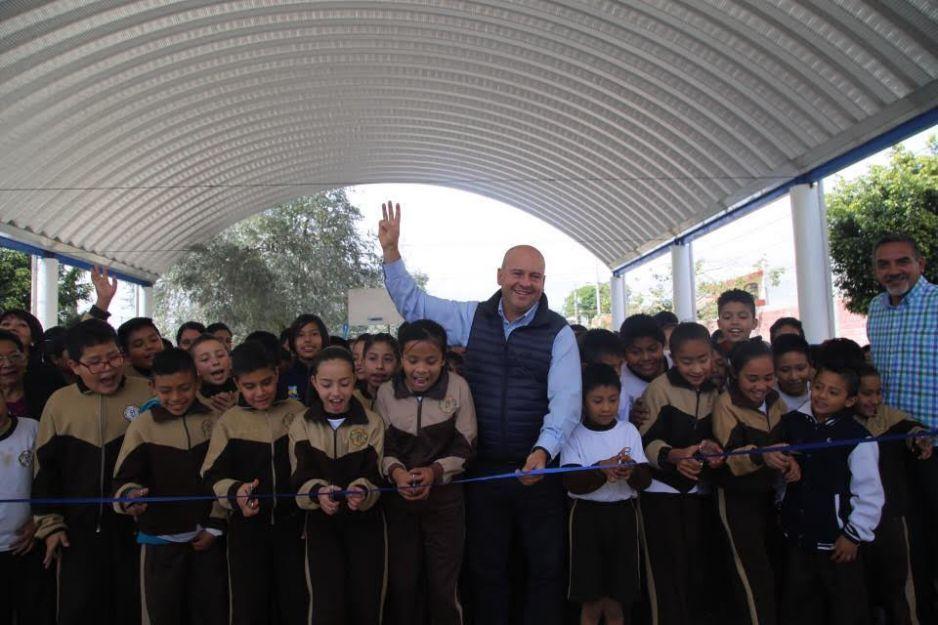 Galeazzi Berra entrega obras educativas en beneficio de dos colonias en Atlixco