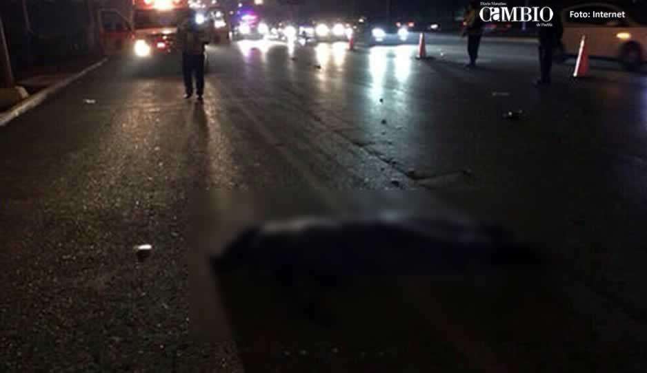 Camión arrolla y mata a dos jóvenes en carretera federal Atlixco-Izúcar