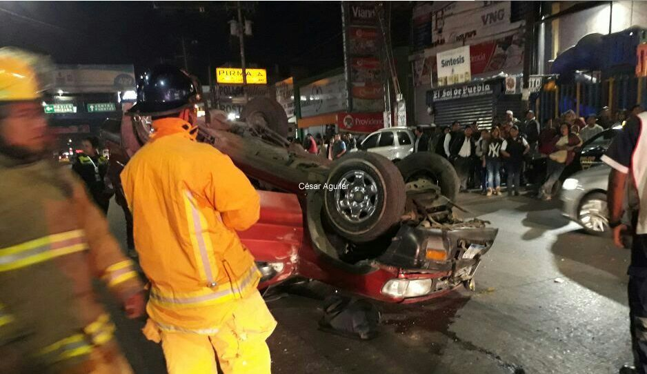 Chocan en plena Fayuca; un Rápidos de San Antonio y una camioneta se estampan