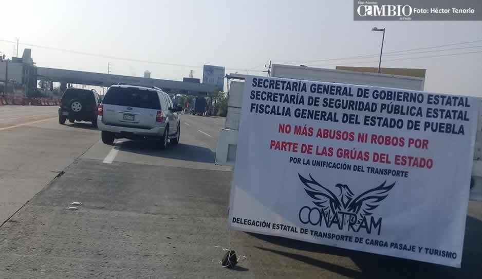 Transportistas de la Conatram bloquea carriles de las casetas México-Puebla