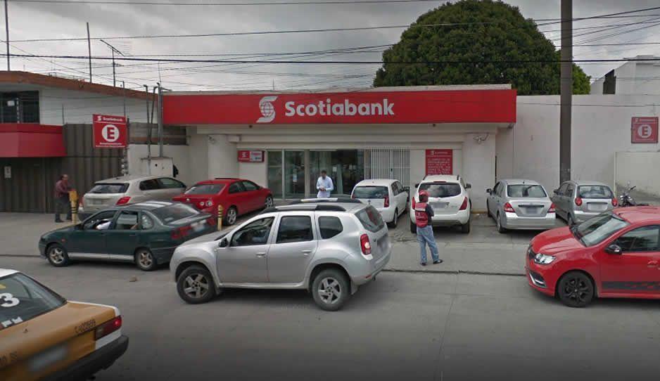 Asaltan a cuentahabientes a punta de pistola en Scotiabank del Blvd Norte