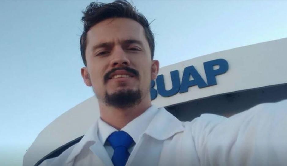 Dan el último adiós a Ricardo Dávila, el joven médico de Tecamachalco asesinado en Michoacán