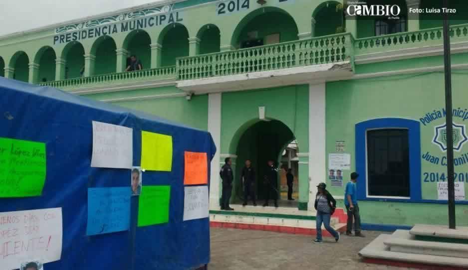Realizan plantón en la alcaldía de Juan C. Bonilla, exigen liberación de involucrado en linchamiento