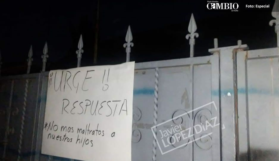 Padres de familia de secundaria en Ocotlán, suspenden clases y piden destitución de tres maestros