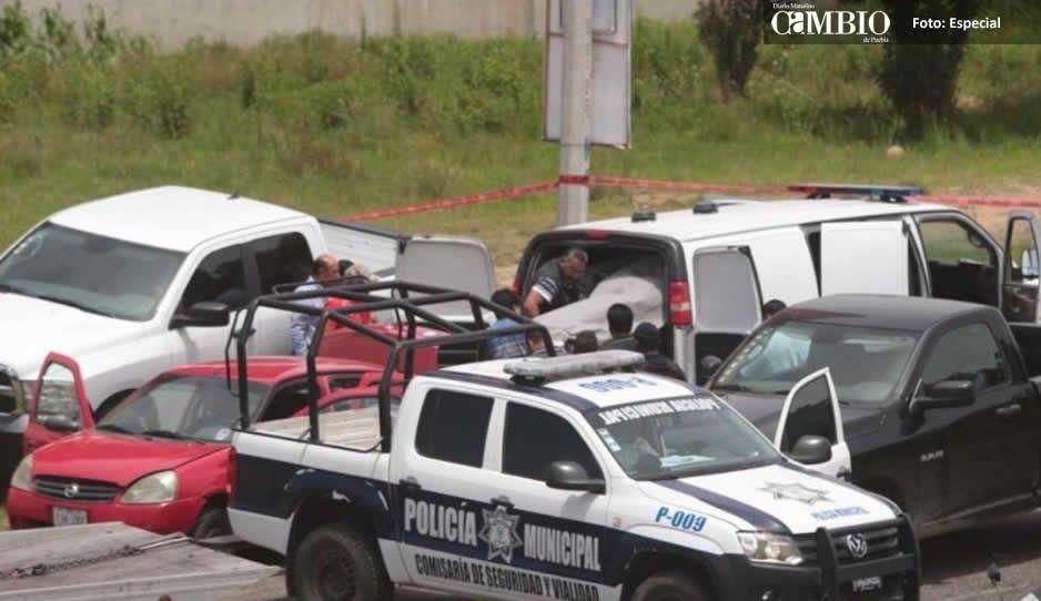 Abandonan vehículo con cuatro encajuelados cerca del Outlet
