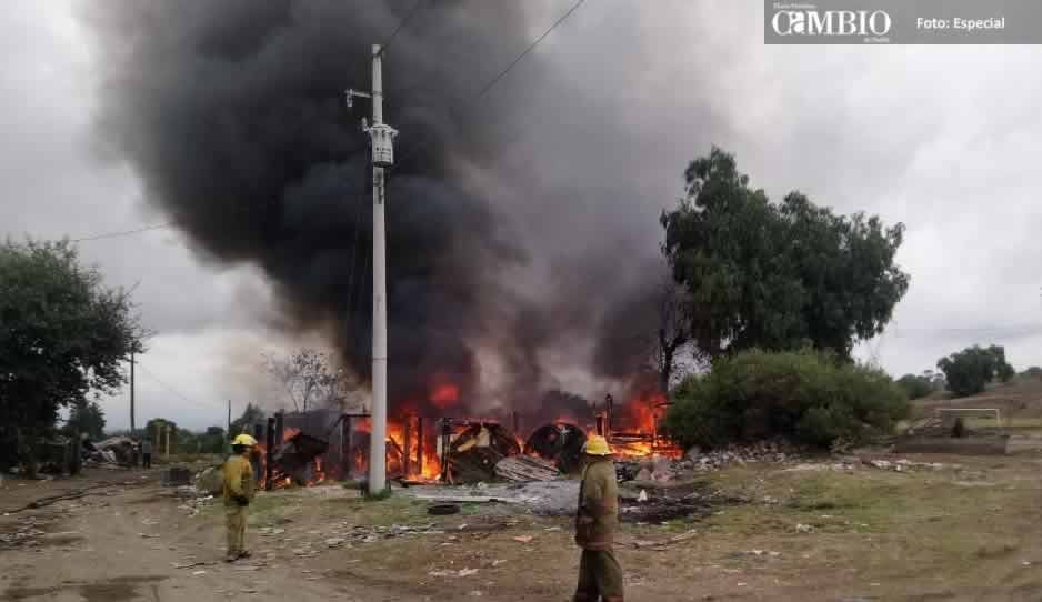 Arde bodega en Texmelucan donde almacenaban huachicol