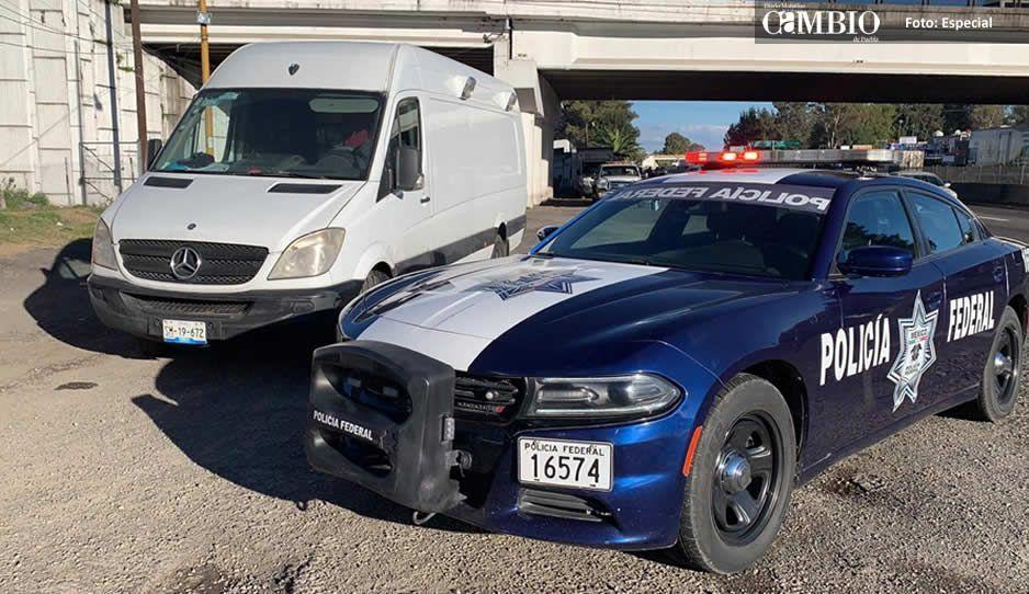 Policía Federal recupera en la México-Puebla camioneta de tianguista