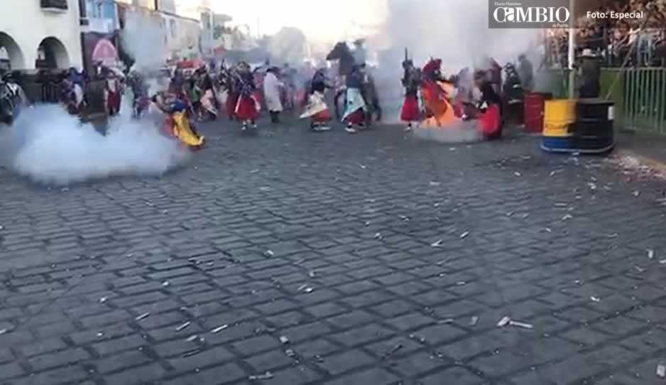 En pleno baile, danzante de Huejotzingo se prende fuego (VIDEO)