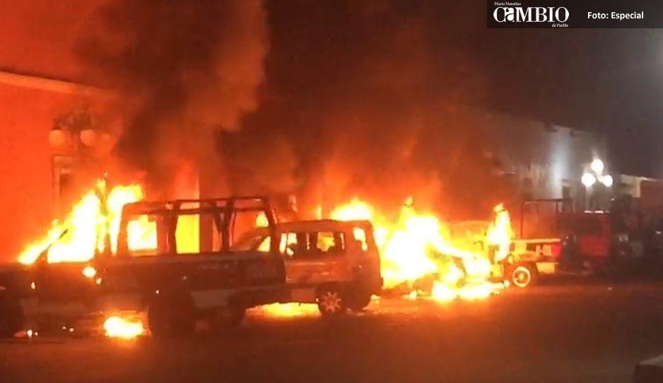 Autoridades de Huaquechula llaman vándalos a quienes quemaron patrullas y atacaron la presidencia