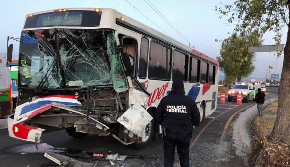Choque en la México-Puebla deja 8 lesionados