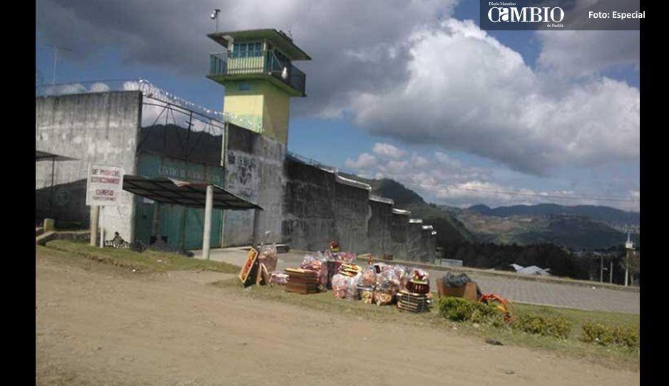 Decomisan celulares y dinero en CERESO de Huauchinango