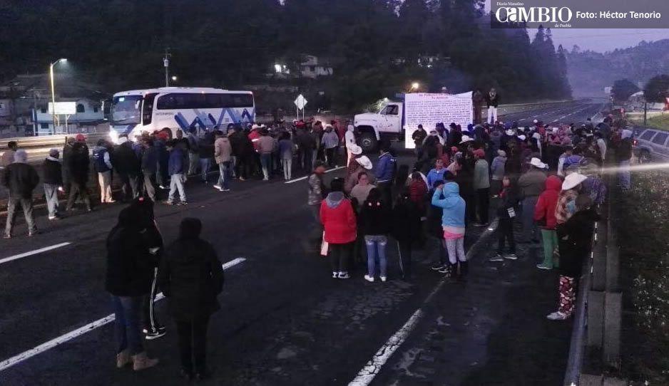 Campesinos de Río Frío cierran la autopista México-Puebla (FOTOS)