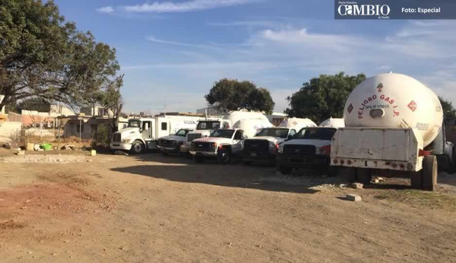 Marinos catean predio en Cuautlancingo y aseguran 8 pipas con gas robado