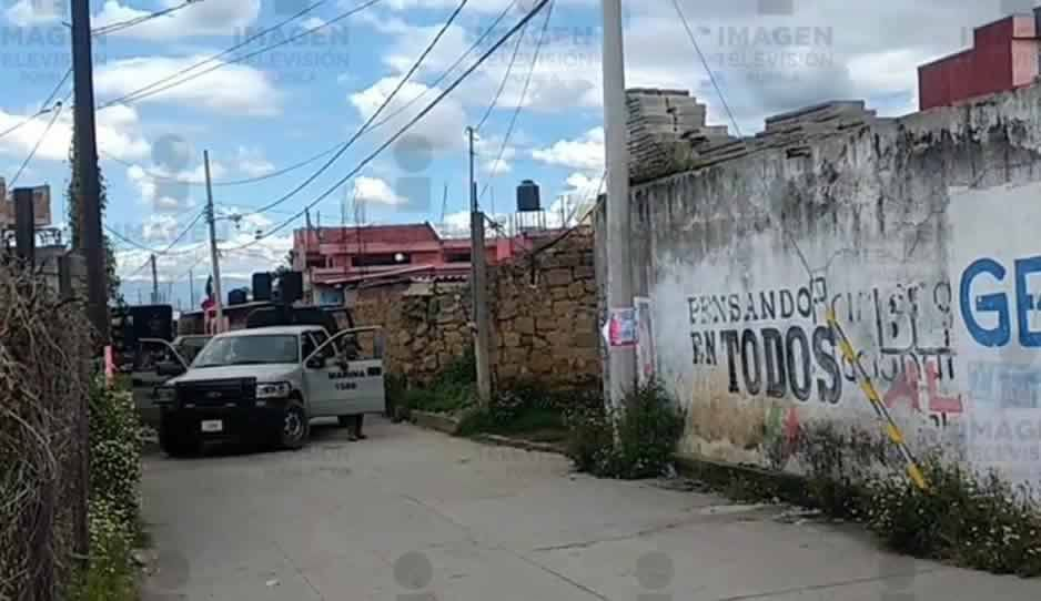 Marinos catean viviendas en San Lorenzo Almecatla