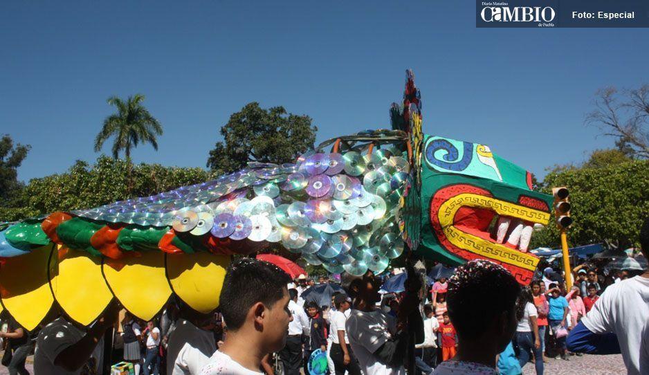 ¡Pena ajena!, director de educación confunde a Quetzalcóatl con dragón Chino