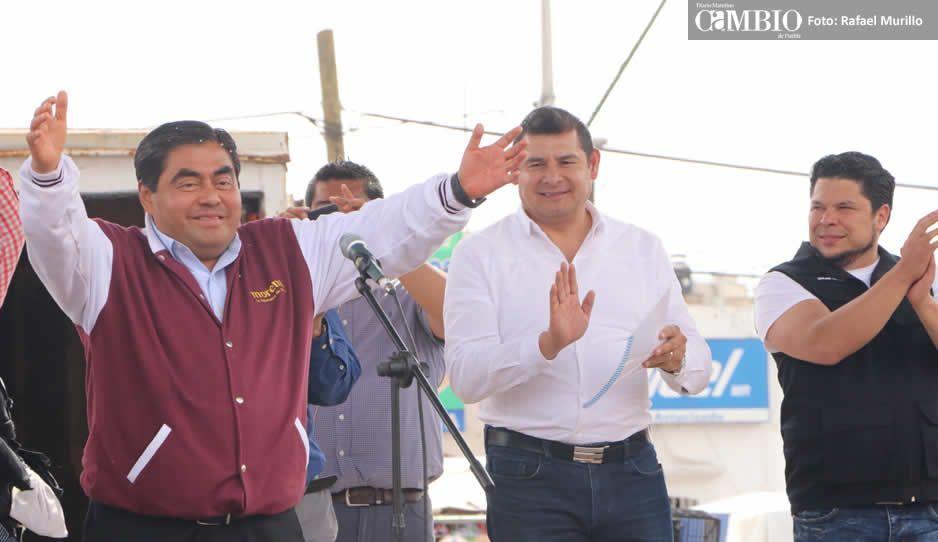 Barbosa recibe constancia como candidato de Morena