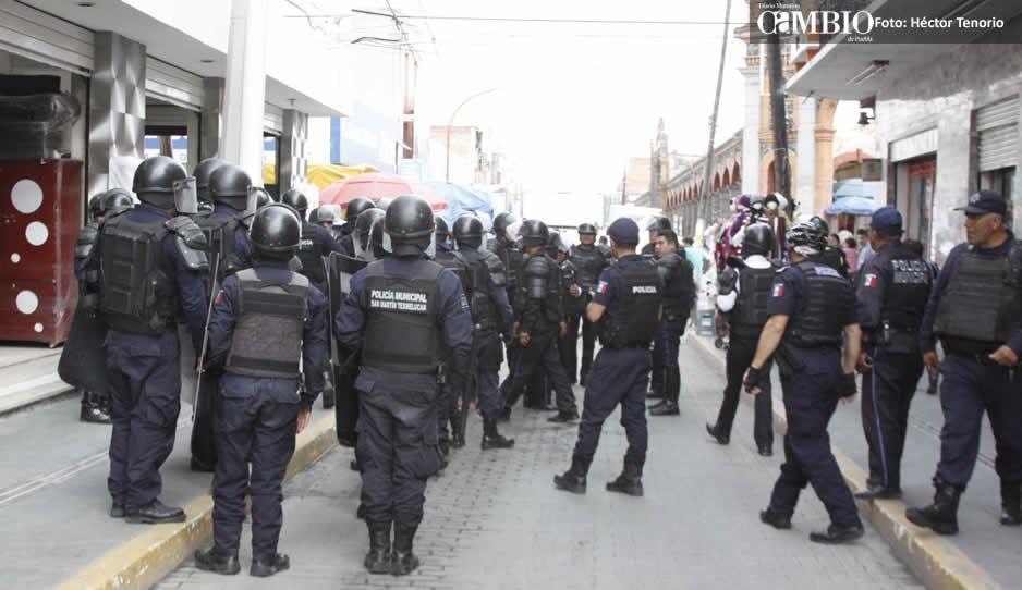 Policías de Texmelucan exigen que todos tengan seguro social