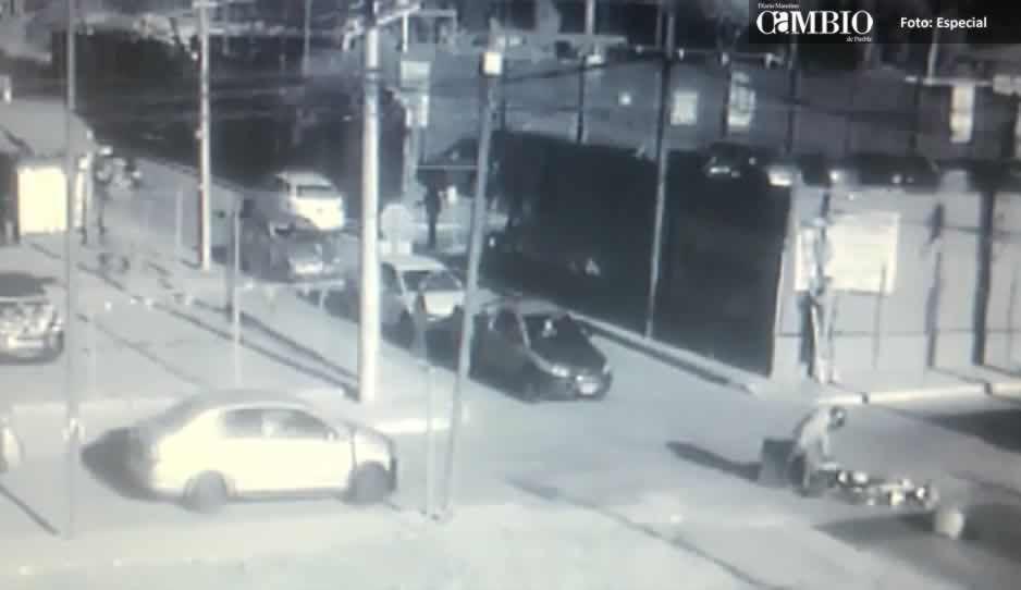 Motociclista se impacta contra ciclista en San Pedro Cholula; hay un lesionado (VIDEO)