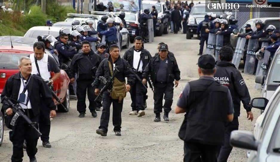 Los 136 policías cachirules se quedan detenidos en Tepexi; los acusan de tener vínculos con el huachicol