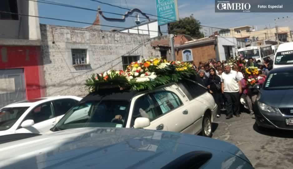 Dan último adiós a joven asesinado durante un asalto en Atlixco
