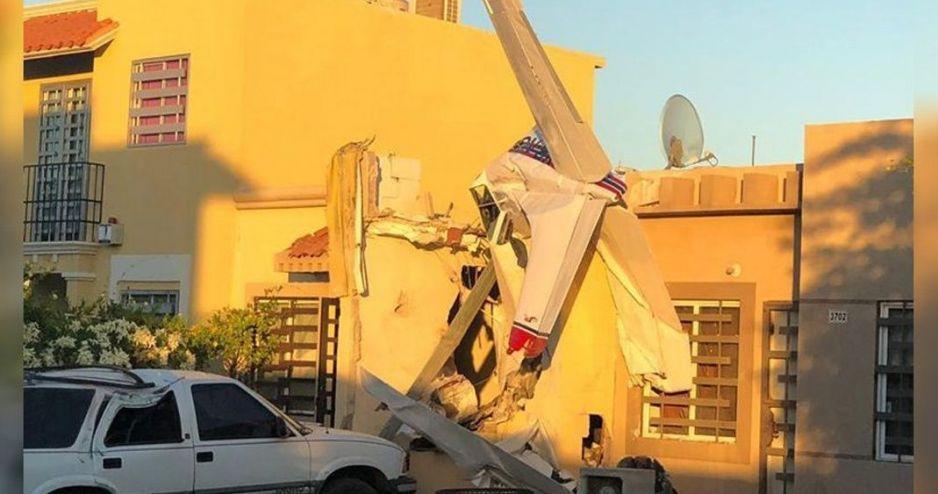 Se desploma una avioneta sobre una casa en Culiacán (FOTOS)