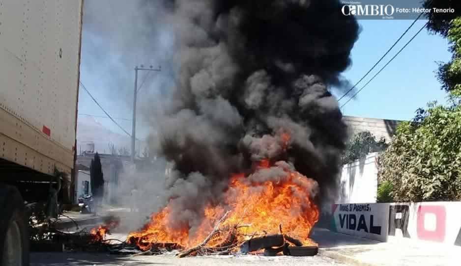 Caos en la federal México-Puebla por asesinato de ladrón; hasta quemaron llantas (FOTOS y VIDEO)
