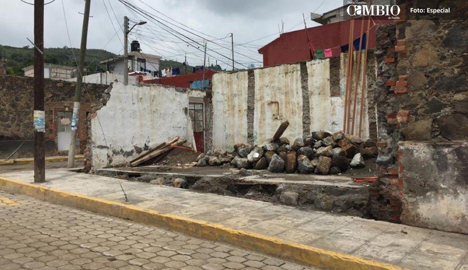 Familias de Metepec viven en  las calles a un año del sismo