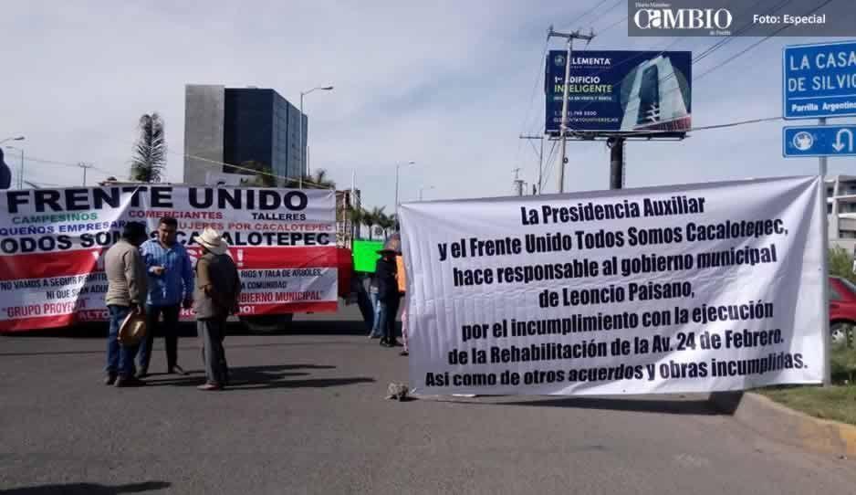 VIDEO: Pobladores de Cacalotepec cierran lavía Atlixcáyotl