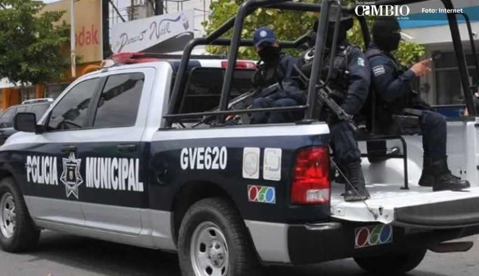 Policías aseguran camión de refresco que transportaba combustible en Tlalancaleca