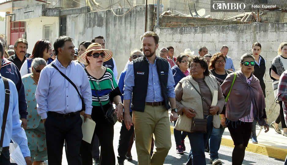 Entrega Banck vialidad pavimentada a vecinos de Santa Cruz Buenavista