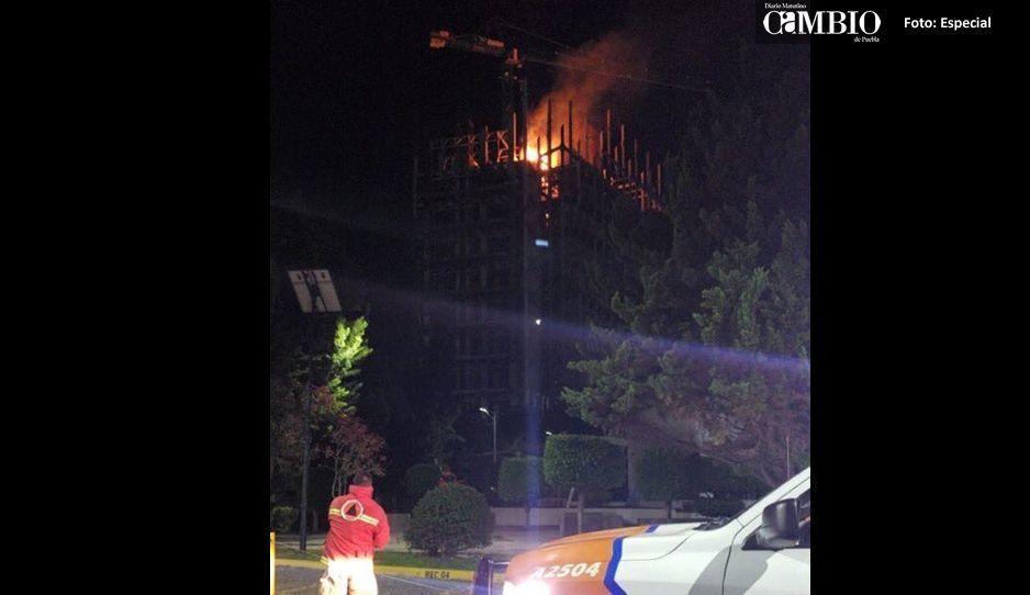 BUAP confirma incendio y asegura que todo esta controlado