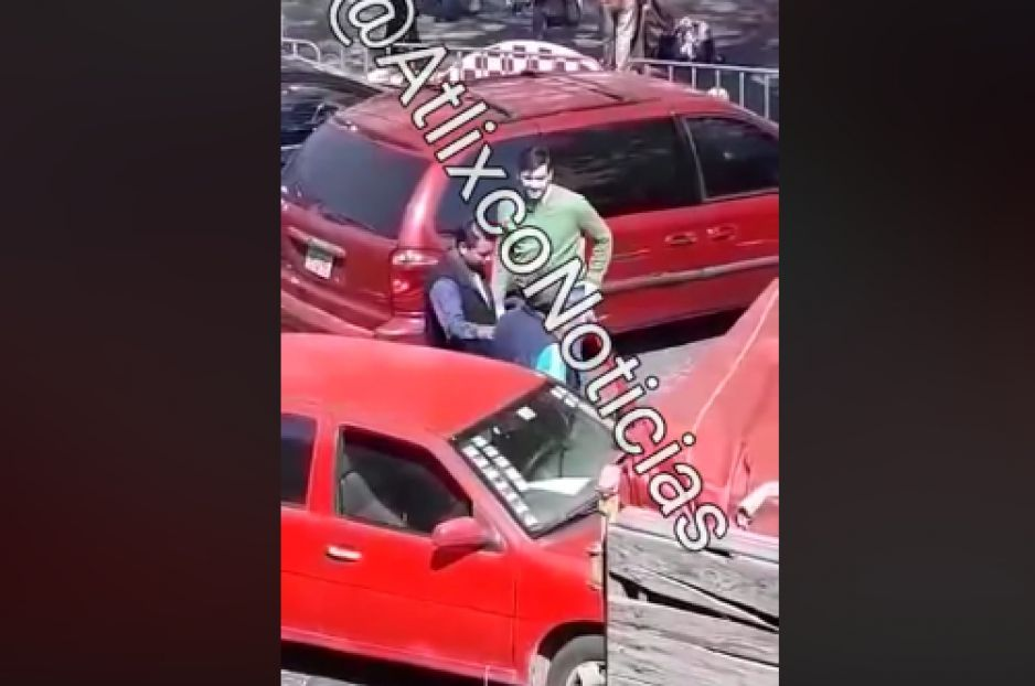 Ex regidor de Atlixco se agarra a golpes con sexagenario por problemas viales (VIDEO)