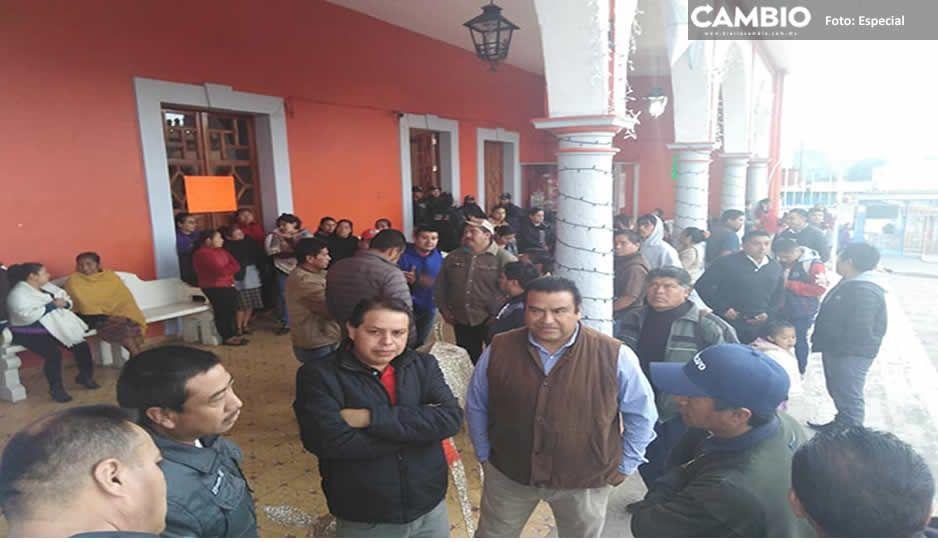 Sigue tomada la presidencia de Chignautla por conflicto de agua potable; piden intervención del gobierno estatal