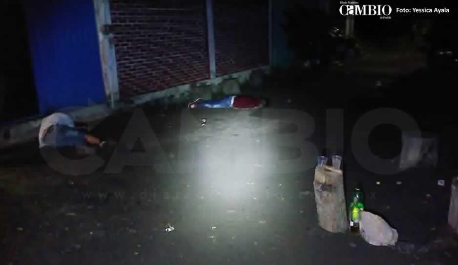 Matan a dos y hieren a uno mientras bebían afuera de una vivienda en Atlixco
