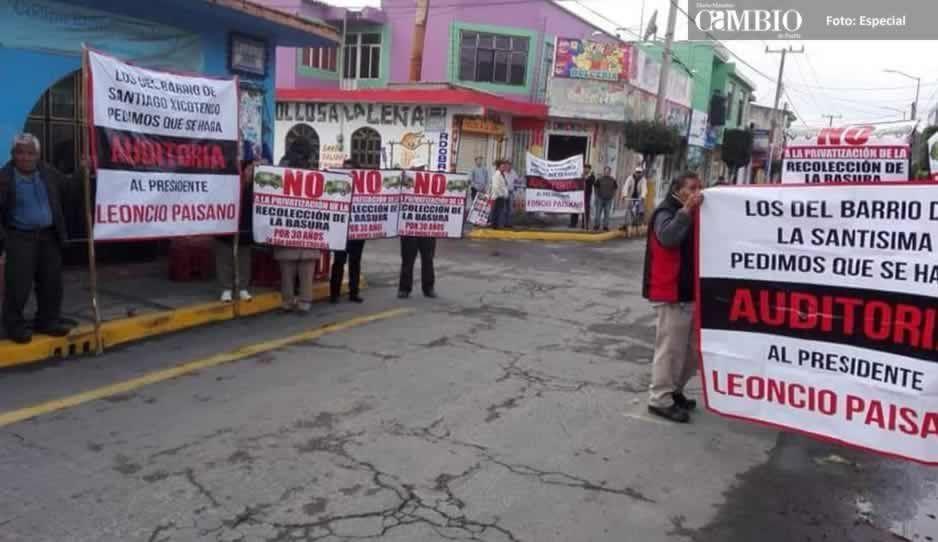 Repudian a Paisano durante el desfile, exigen que se le haga una auditoría